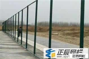 湖南娄底球场护栏网正在施工