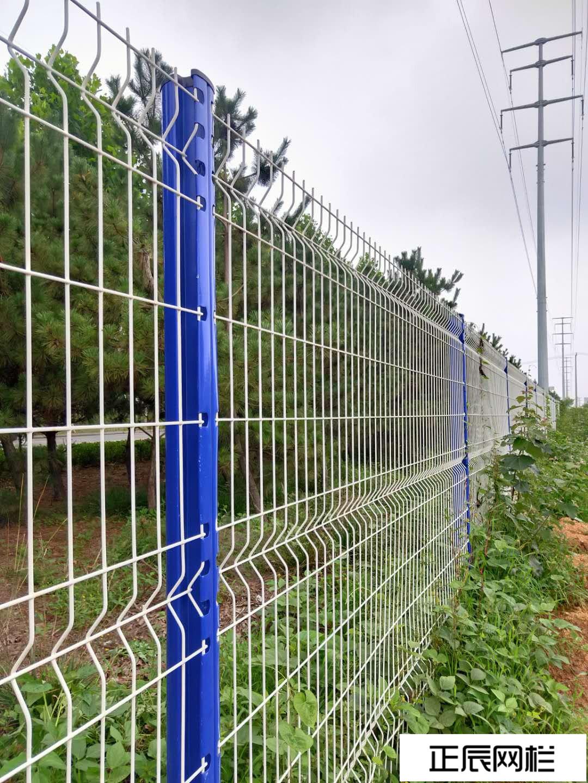 山东客户桃型柱护栏网施工效果图