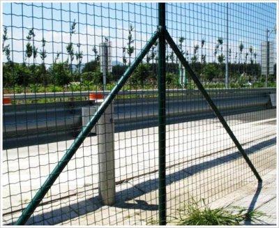 养殖场应该使用什么样的护栏网
