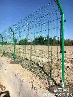 如何选择散养野猪护栏网 散养鸡护栏网