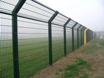 在激烈的市场竞争中保障公路护栏网质量