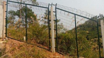 山西铁路沿线护栏网工程案