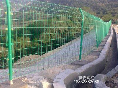 张家口双边护栏网工程案例