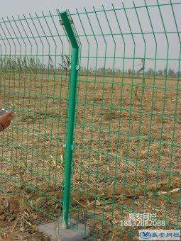 护栏网预埋立柱的安装方法
