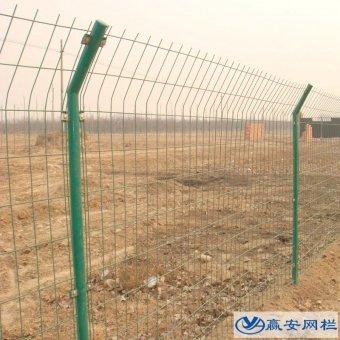 每套双边护栏网有几根立柱