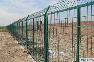 工地铁丝围栏网的固定方式