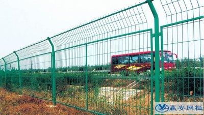 为什么公路护栏网都是绿色的