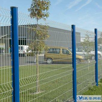 三角折弯护栏网与双边护栏网的区别