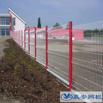 白色护栏网与绿色护栏网有什么区别