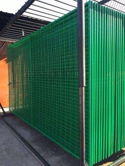 铁丝网围栏表面是刷漆处理的吗