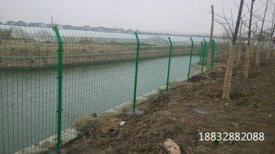 圈地护栏网的常用规格和功能作用