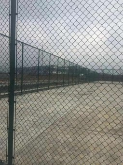 框架式体育场围网与普通体育场围网对比