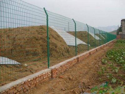 圈地铁丝围栏网的主要结构形式