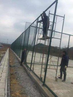内蒙古呼市学校体育场护栏网施工案例