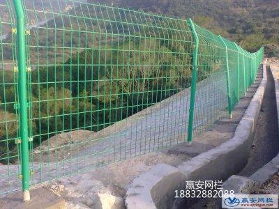 双边丝护栏网与框架护栏网的生产施工要求