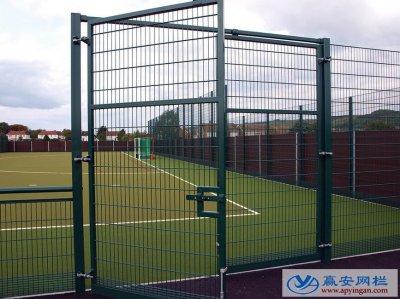在不同的体育场所使用不同的体育场围栏网