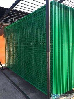 护栏网表面防腐处理喷塑与浸塑的区别
