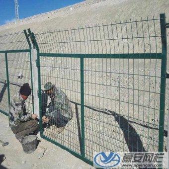 安装铁路护栏网应该注意的一些问题