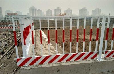 天津某建筑工地基坑护栏施