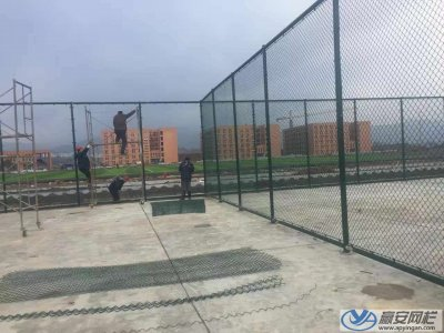 体育场铁丝网围栏施工案例