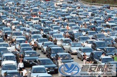 高速公路护栏网在节假日发挥重要作用