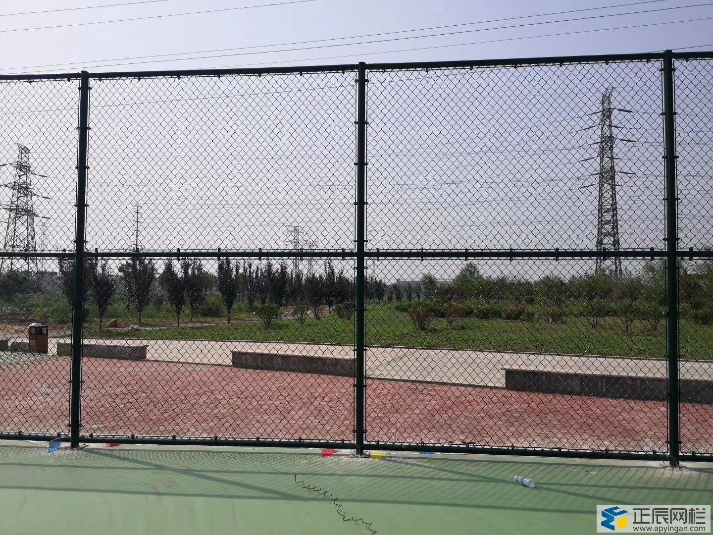 篮球场围网效果图