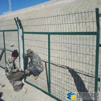内蒙古某地铁路防护栅栏施工案例